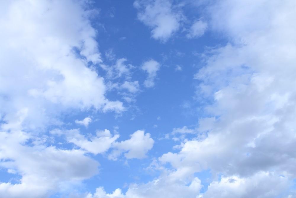 美しい青空が広がる。